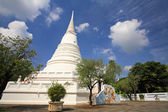 Thai White pagoda against dramatic cloud and sky — Stock fotografie