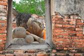 Reclining Buddha  from window frame in Ayutthaya — Stockfoto