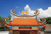 Roof of Chinese temple against blue sky — ストック写真