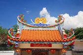 Mavi gökyüzü karşı çin tapınağı çatı — Stok fotoğraf