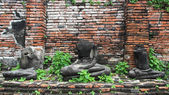 No head buddha statues in ancient temple of Ayutthaya — Stockfoto