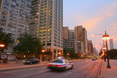 Michigan street at twilight sky in Chicago downtown — Stock Photo