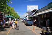 Compradores visitam o mercado chatuchak weekend em bangkok — Foto Stock