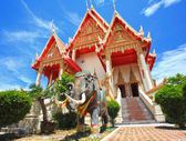 Elephant statue at Thai temple — Stock Photo