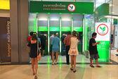 People withdraw cash in ATM of Kasikornbank — Stock Photo