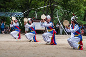 Korean folk village performance — Stock Photo