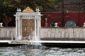 Altın gates de dolmabahçe karmaşık istanbul, türkiye — Stok fotoğraf