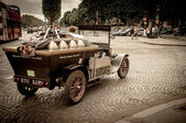 Old timer car as a touristic attraction of Champs Elysees in Paris, France — Stock Photo