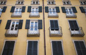 Old yellow facade of a traditional Mediterranean building — Stock Photo