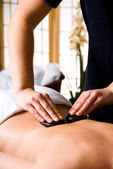 Massage aux pierres chaudes — Photo