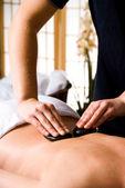 Massage med varma stenar — Stockfoto