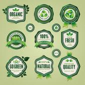 Conjunto de orgânicos e naturais de crachás e etiquetas — Vetorial Stock