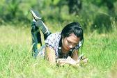 A girl reads a book — Stock Photo