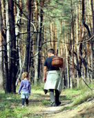Dad with daughter in the forest — Stock Photo