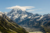 Mount Cook with cloud at the summit, New Zealand — Stock Photo