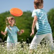 Children playing frisbee — Stock Photo