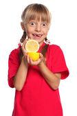 Little girl with lemon — Stockfoto