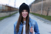 Beautiful brunette woman in winter cap — 图库照片