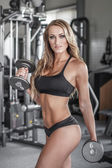 Blonde sexy bodybuilder workout with dumbbells  — Stockfoto