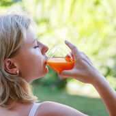 Blonde woman drink multivitamin juice — Photo