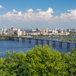 View of Paton Bridge and Left Bank of the Dnieper river in Kyiv, — 图库照片
