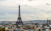View of the Eiffel Tower from the Arc de Triomphe. Paris, France — Stock Photo