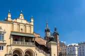 Sukiennice and St. Mary Basilica in Krakow - Poland — Stock Photo