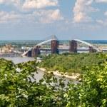 View of Dnieper river with bridges in Kiev, Ukraine — Stock Photo #49151435