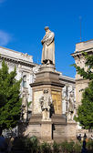 Monument to Leonardo da Vinci in Milan — Stock Photo