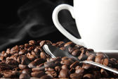 Coffee beans, coffee cup and spoon. — Stock Photo