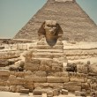 The Sphinx and Pyramid of Khafre — Stock Photo