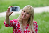 Beautiful urban woman taken picture of herself, selfie. — Stock Photo