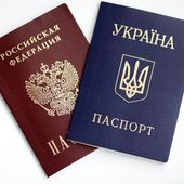 Ukrainian and Russian passports isolated on white background — 图库照片