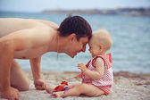 Father the daughter on the sea — Stock Photo