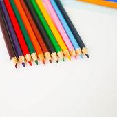 Viele farbige hölzerne bleistifte — Stockfoto