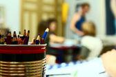 Crayons en classe — Photo