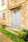 House with old brick wall — Stockfoto