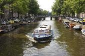łódź w amsterdamie — Zdjęcie stockowe