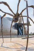 Bronze sculpture and Guggenheim Museum in Bilbao — Stock Photo