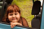 портрет привлекательным маленькая девочка — Стоковое фото
