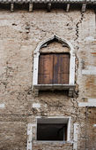 Venice wall with crack — Стоковое фото