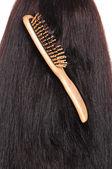 Dřevěný kartáč na vlasy — Stock fotografie