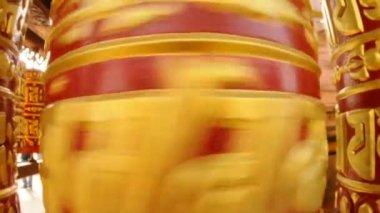 Buddistisk bön hjulet roterar - heliga mantra om — Stockvideo
