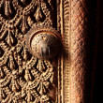 A fragment of a carved wooden door in Kathmandu, Nepal Godness Sri Kumari house — Stock Photo