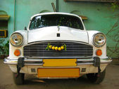 Indian white car Ambassador - VIP taxi service — Stock Photo