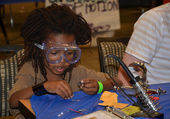 Learning how to solder at the Ann Arbor mini Maker Faire — Stock Photo