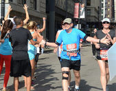 Man running the 2013 Rock 'n' Roll Chicago Half Marathon — Stockfoto