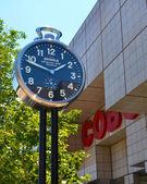 Shinola City Clock near Cobo Center in Detroit, MI — Stock Photo