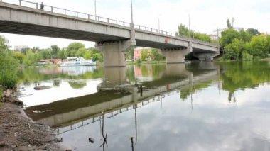 Bridge over the river — Stock Video