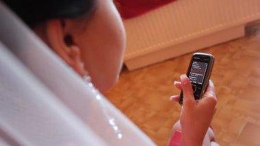 Novia con móvil — Vídeo de stock
